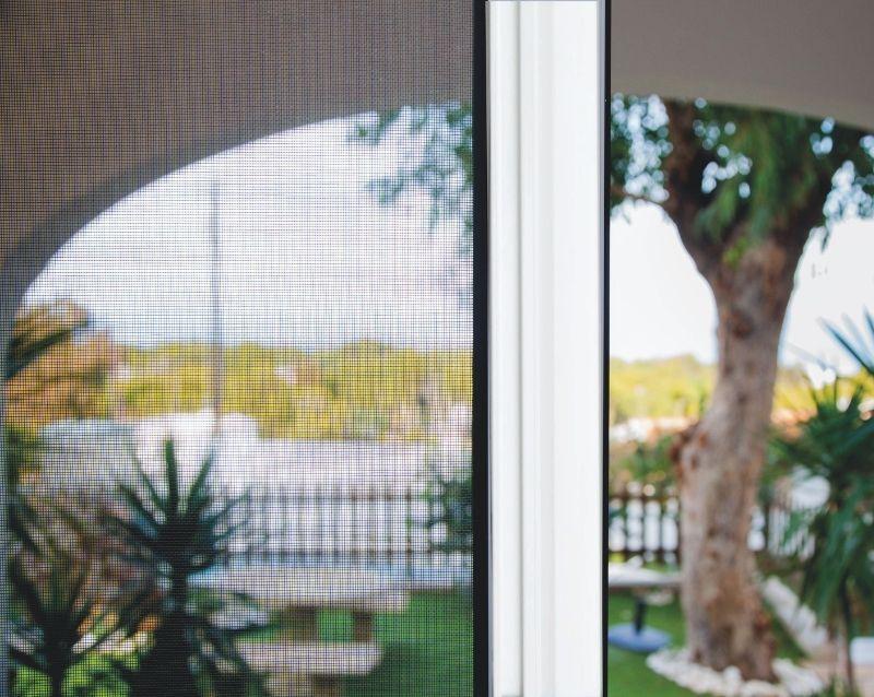 moustiquaires fenêtres sur mesure - réalisation - taravello (4)