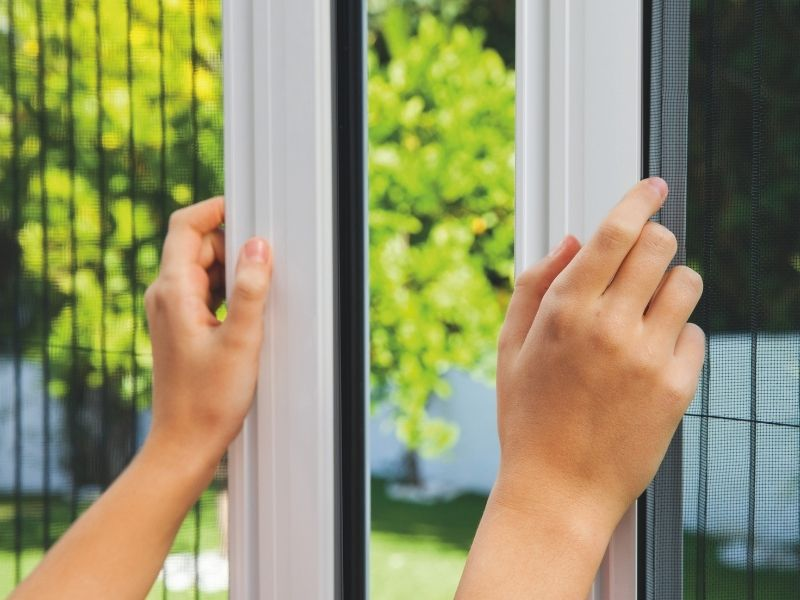 moustiquaire plissée 2 vantaux - moustquaires fenêtres sur mesure - produit 4 - taravello